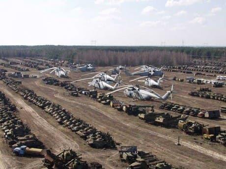Cementerio de vehículos militares inutilizados por el accidente nuclear de Chernobyl