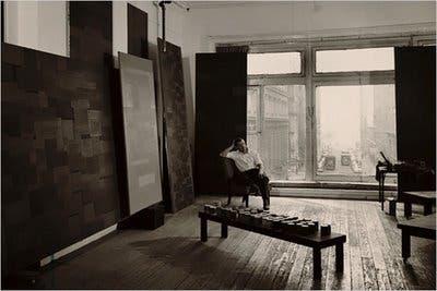 Ad Reindhart en su estudio (1955)