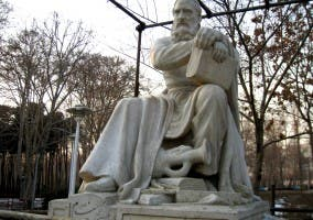 Estatua de Omar Jayyam