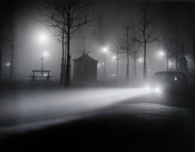Fotografia de paris con niebla Brassai