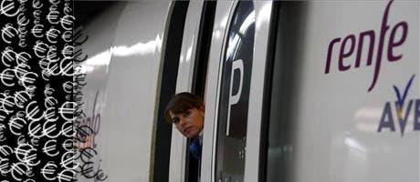 Azafata de tren AVE de Renfe