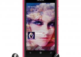 Lumia 800 con auriculares