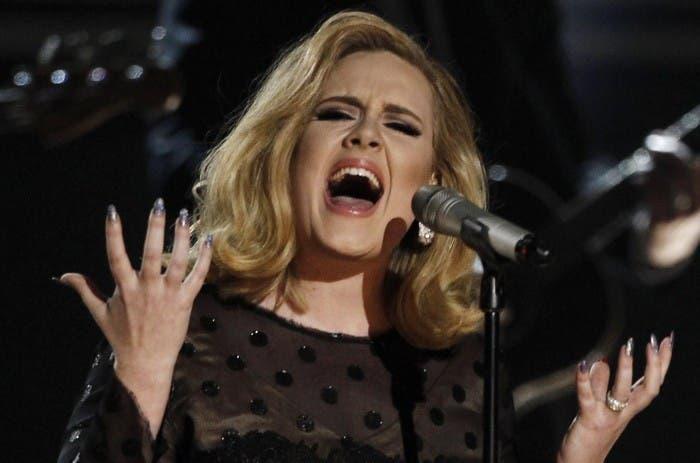 Adele triunfa en los Grammy 2012