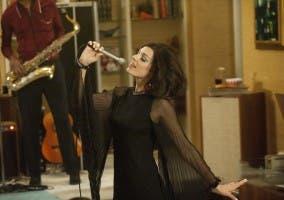 Megan cantando Zou Bisou Bisou