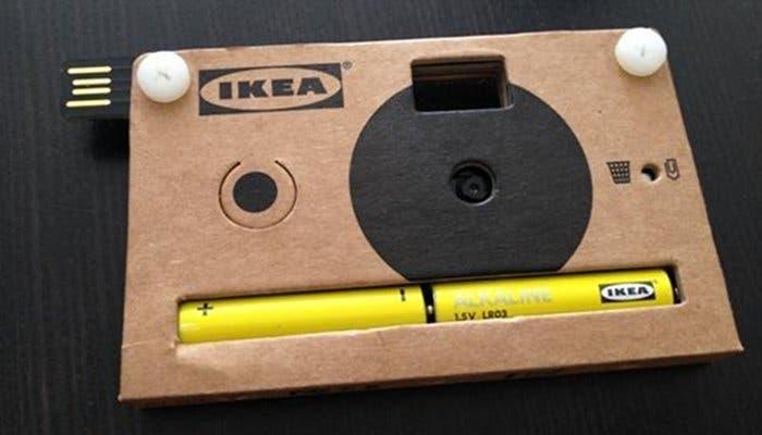 Cámara de fotos digital diseñada cartón por Ikea