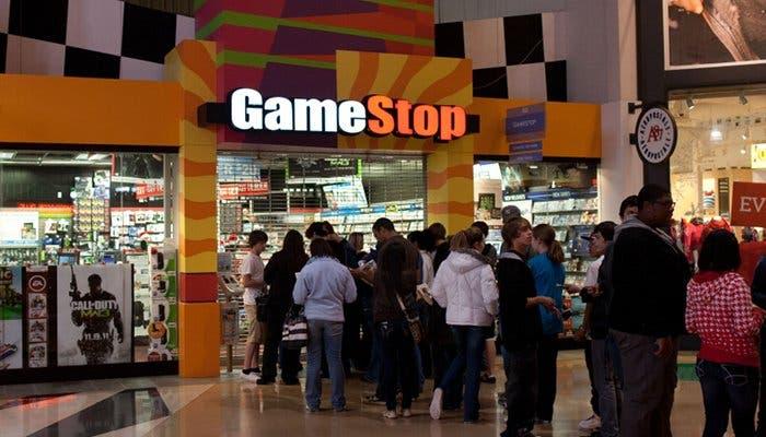 Fotografía de una cola frente a una tienda de videojuegos