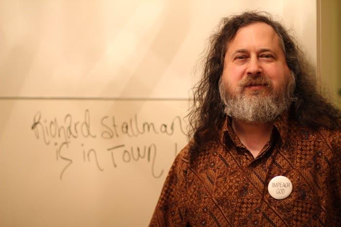 Richard Stallman, presidente de la FSF, evacuado en ambulancia en medio de una conferencia en Cataluña