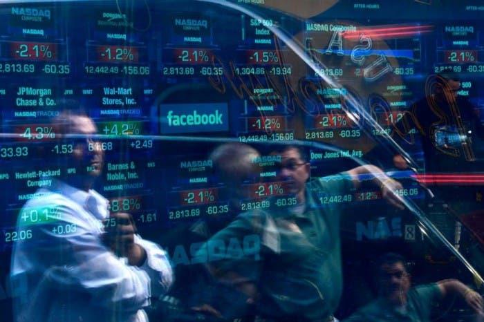 Facebook empieza a cotizar en Nasdaq