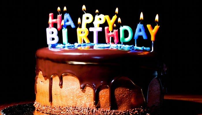 Fotografía de una tarta de cumpleaños