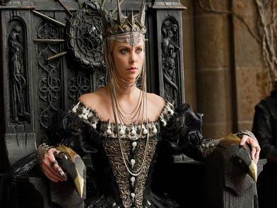 Charlize Theron en Blancanieves y el cazador