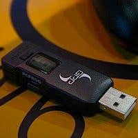 Fotografía de Cronus, que permite usar un mando de PS3 con Xbox 360 y viceversa