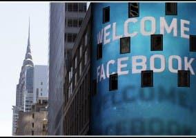 Fachada Edificio Nasdaq Con Bienvenida A Facebook