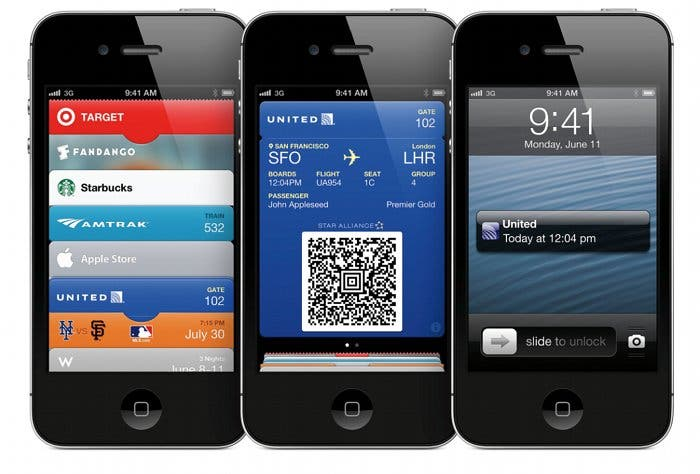 Tres iPhone ejecutando varias aplicaciones de iOS 6