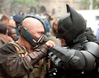 Bruce Wayne peleando contra Bane