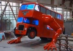 Fotografía del bus que hace flexiones