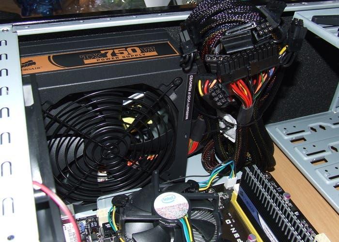Cómo montar tu propio PC | La fuente de alimentación, la caja de la electricidad