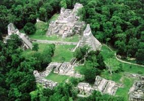 Ciudad maya llamada Tikal en Guatemala