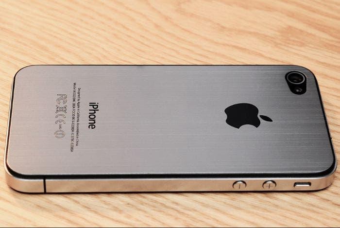 Fotografía de la parte trasera del supuesto iPhone 5