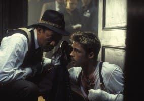 Brad Pitt y Morgan Freeman en Se7en