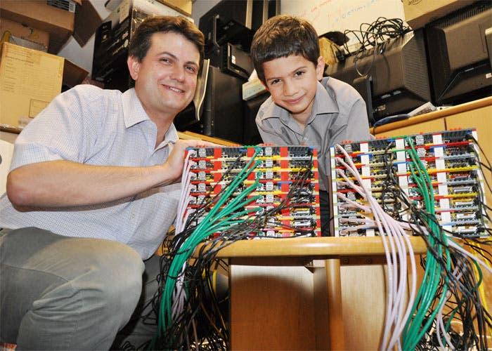 Fotografía de un superordenador con Raspberry Pi y LEGO