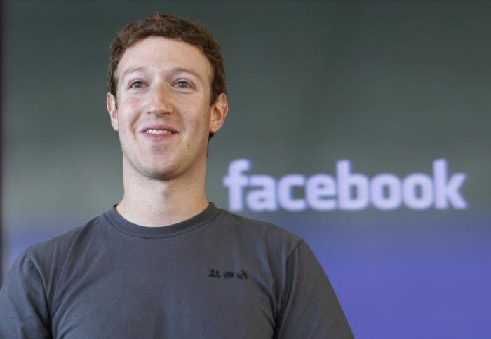 Camiseta gris de Mark Zuckerberg