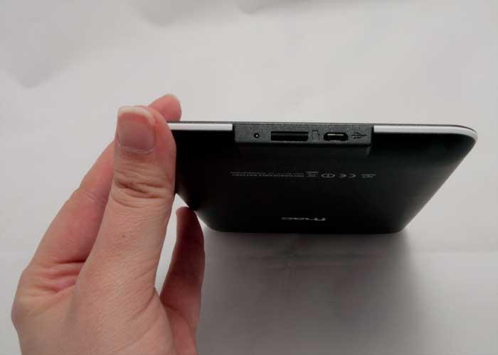 Conecciones del fnac Touch para cable micro USB y tarjeta micro SD