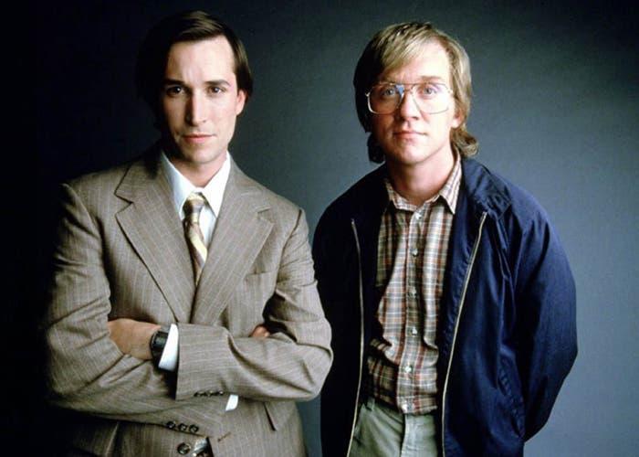 Noah Wyle y Anthony Michael Hall en Piratas de Silicon Valley