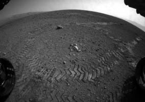 Huellas en el suelo marciano dejadas por Curiosity