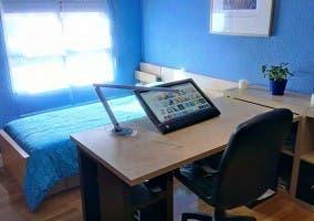 Habitación de un joven con muebles de Ikea