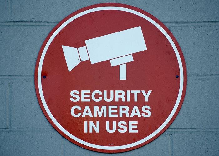 Cartel que señala el empleo de cámaras de seguridad
