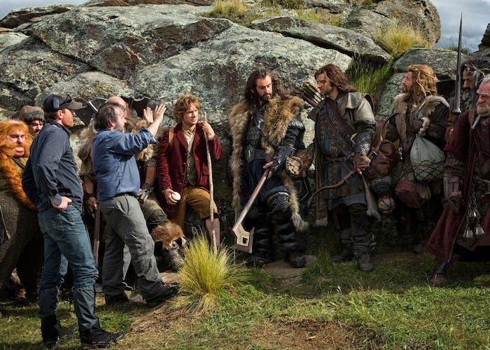 Peter Jackson da indicaciones a los enanos en el rodaje de El Hobbit