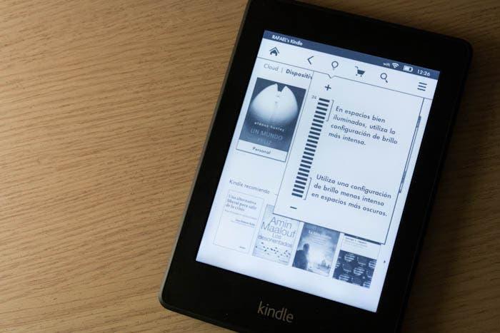 Pantalla principal con ajuste de brillo del Kindle