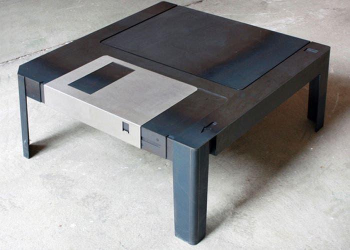 Imagen de Floppytable, la mesa con forma de disquete