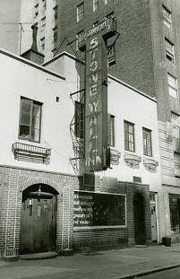 Pub Stonewall Inn donde se originó el movimiento Gay