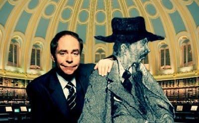 El mago Teller junto a una ilustración del personaje de Enoch Soames