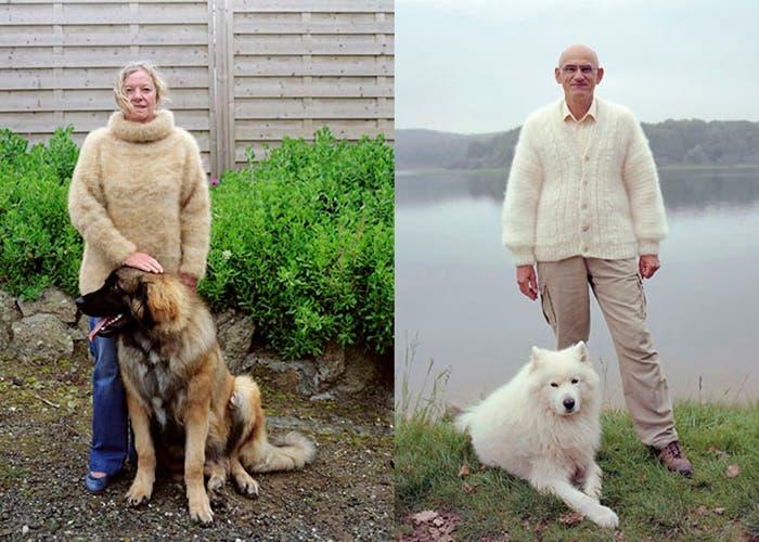 Dueño con ropa de pelo de perro junto a su mascota