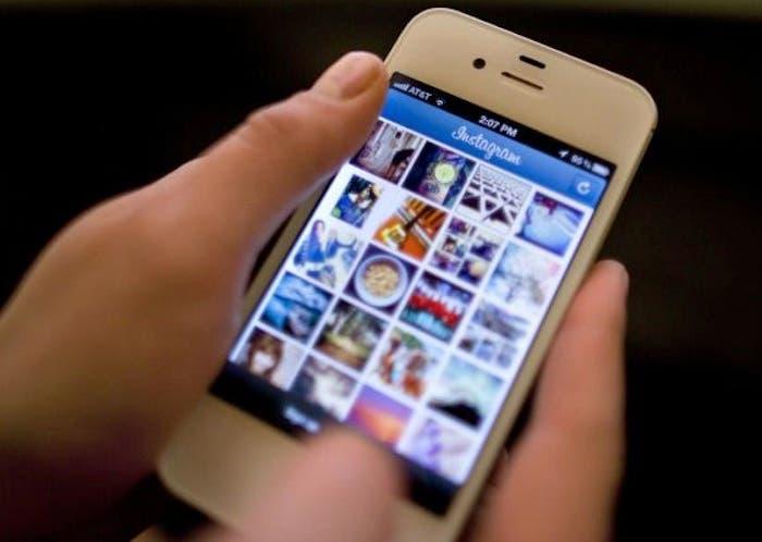 un iPhone mostrando la aplicación de Instagram