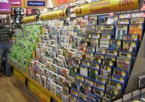 Videojuegos de segunda mano en una tienda GAME