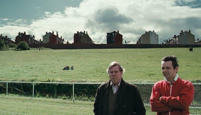 El personaje Brian Clough junto a su ayudante