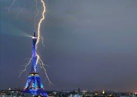 Rayo en la torre Eiffel