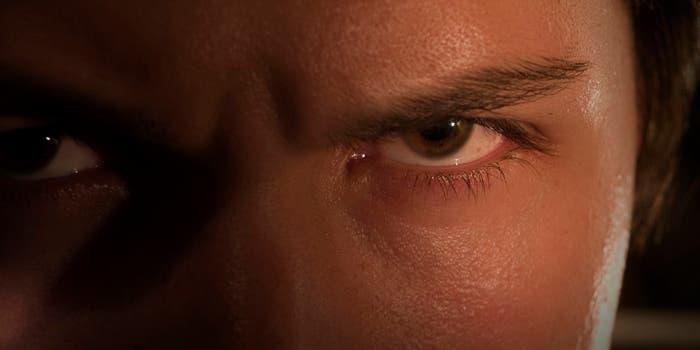 Retrato de una mirada expresando rabia