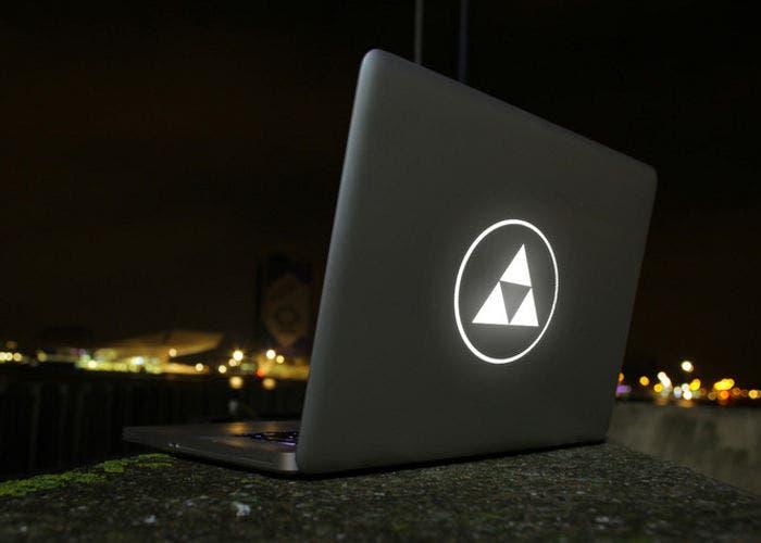 Imagen de un MacBook modificado por Uncover