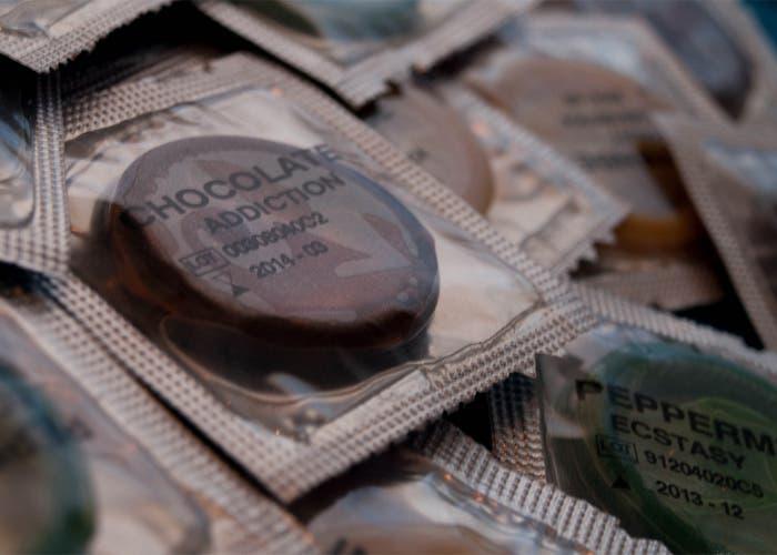 Grupo de preservativos con el título chocolate Addiction