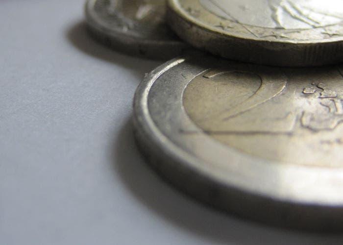 Imagen parcial de monedas de uno y dos euros