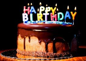 Imagen de una tarta de cumpleaños