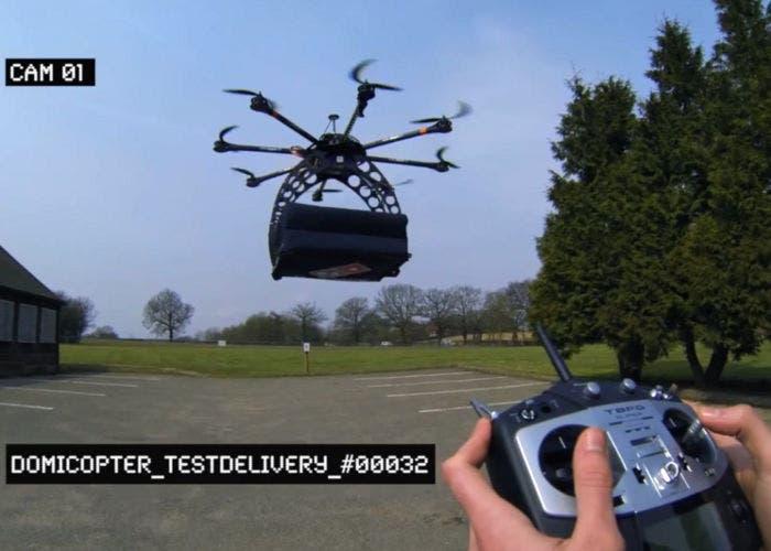 Helicóptero de Domino's Pizza en pleno vuelo