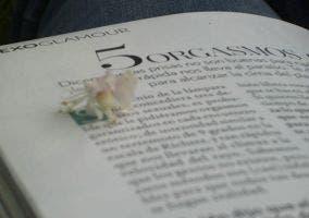 Texto revista con una flor que pone 5 orgasmos