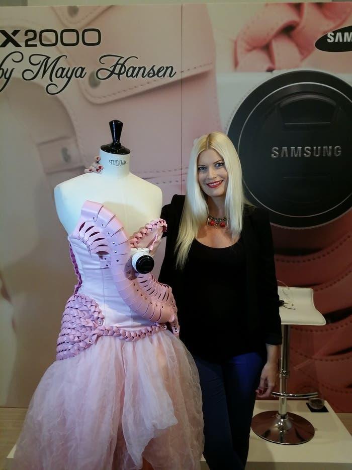 Samsung NX2000 Maya Hansen