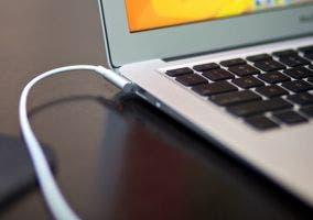 MacBook Air cargando la batería