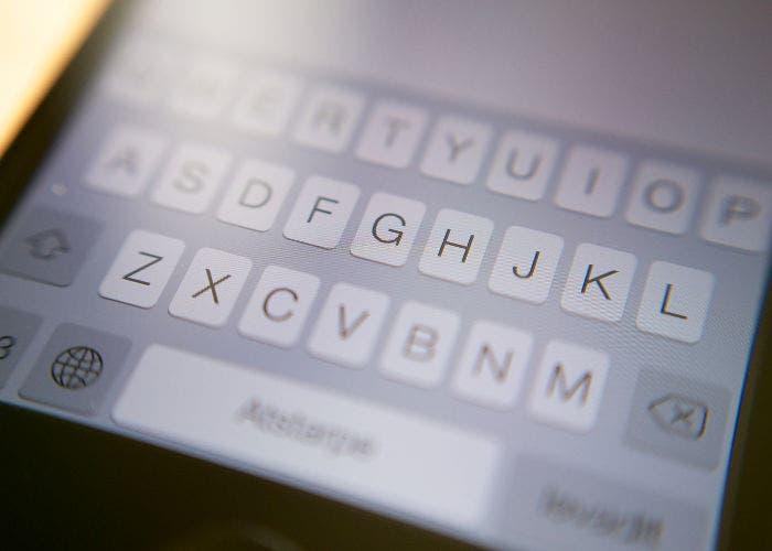 Teclado de un iPhone con iOS 7
